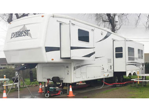 2003 EVEREST 36 Fifth Wheel 3 pop outs Dish satellite with 2 receivers brand new table couch