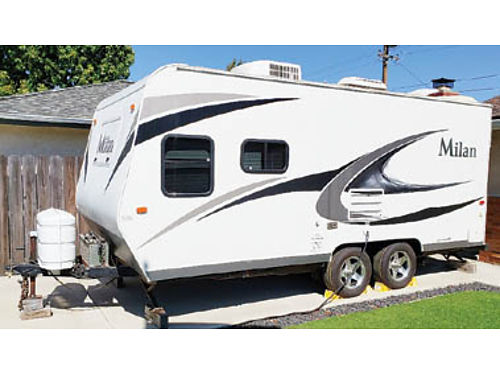 2012 MILAN Travel Trailer 18 Sleeps up to 7 oven fridge microwave air cond heater full cove