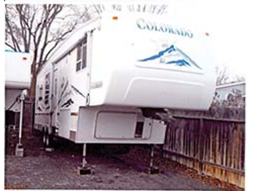 2005 THOR COLORADO 35 5th wheel one owner 55 Onan Generator heated tanks and storage 3 slides