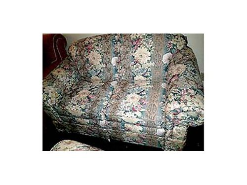 NEW FLEXSTEEL SOFA and love seat floral print 400 Never been used Thomasville coffee and end ta