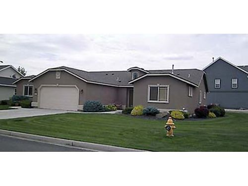 600 S 20TH AVE Quality Duplex in great neighborhood Large living area 3 Bedrooms 2 Baths Deluxe