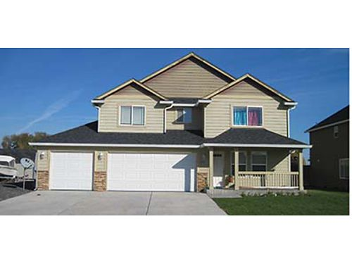 601 S HARBORVIEW STREET This spacious 4 bedroom Moses lake home has plenty of living space for every