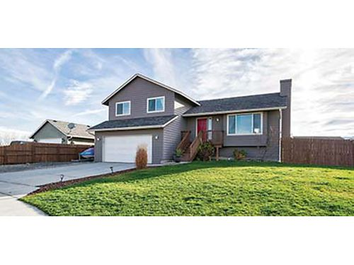 TRI-LEVEL HOME in a good neighborhood features vaulted celings large windows laminate flooring wi