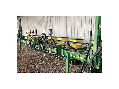 JOHN DEERE 1700 Eight row Air Planter With markers fertilizer attachment Only planted 1500 acres