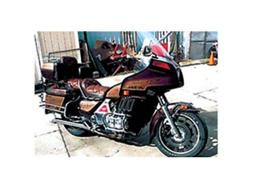 1983 HONDA Goldwing 28000 miles runs good new battery and windshield has trailer hitch 3000