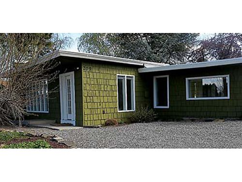 BEAUTIFUL RAMBLER This 1408 SqFt Wenatchee home features covered patio 14x14 shed and RV parki