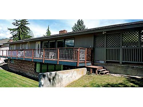 LOCATION  VIEWS Lovely 3286SqFt rambler in Cashmere with daylight basement features spacious li