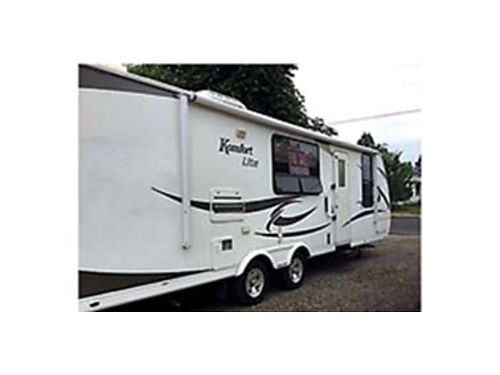 2009 KOMFORT lite excellent condition Sleeps 6 1 tipout 13500 Call 509-570-3613