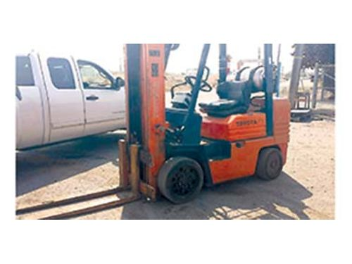 TOYOTA 6000 lb fork lift very nice running Manichean propane powered HR tires free lift easy