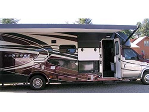 2016 COACHMEN Concord 5530 miles 32ft w Ford V-10 levelers power awning solar panel inverte