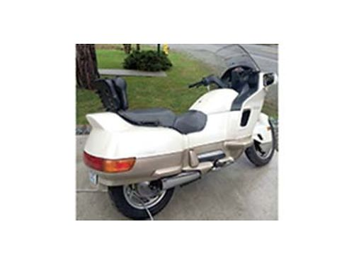 1989 PEARL White Honda Pacific Coast V Twin 800cc shaft drive 5 speed excellent condition fully se