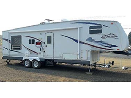 2007 JAYCO JAYFLIGHT 305 RLS fifth wheel hitch included Light easy towing In good condition 12