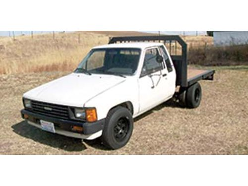 1984 TOYOTA flatbed dually extra cab 22RE engine good condition 3100 OBO 5