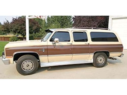 1988 CHEVROLET Suburban perfect condition 34000 original miles 454 engine A