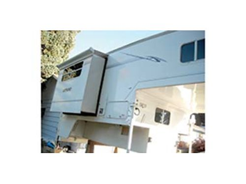 2009 NORTHLAND POLAR 990 pickup camper wdinette slide looks new clean good solid unit electric j