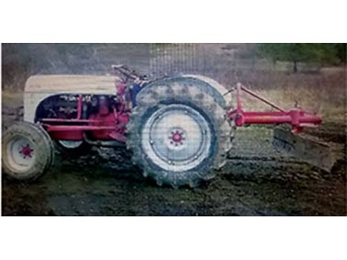 1953 FORD Tractor new rubber all around back blade good brakes converted over to 12 volt 4 spee