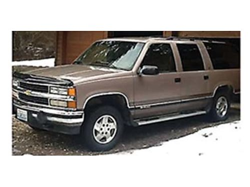 1994 CHEVROLET Suburban 145k miles 16 MPG good tires very good condition se