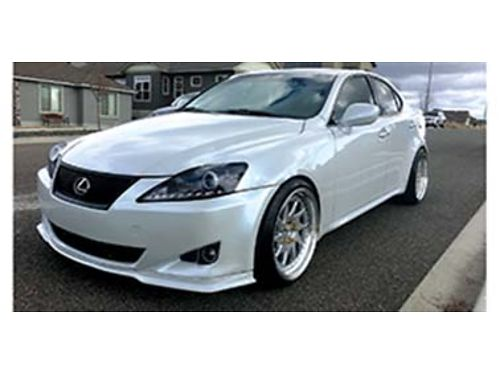 2007 LEXUS 350 is finished in beautiful Star Fire Pearl light grey interior a