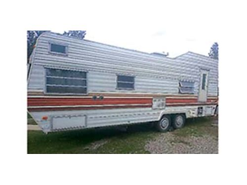 1982 TERRY 26 new hard wood floors decent living arrangment fully self contained endless hot wa