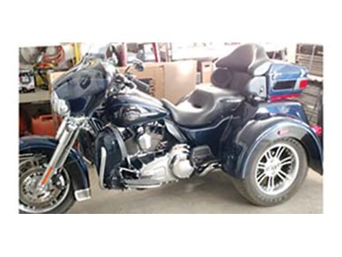 2012 HARLEY Davidson Tri Glide little over 10k miles lots of extras firm at 25000 Call for more