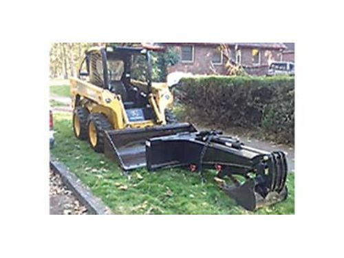 2006 JOHN Deere skid steer model 317 B new tires all new attachments bucket brush grapple backh