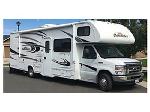 2014 FOREST River Sunseeker 31 ft Class C Motorhome w 1 24ft tip-out and only 10100 miles