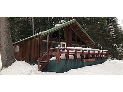 SECLUDED  RUSTIC Discover the views from this 1050 SqFt cabin on 193 acres in Leavenworth with