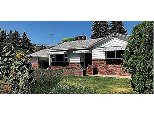 OMAK 3 bed 2 bath living room with fireplace open kitchen basement covered patio and hot tub at