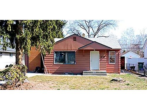 HOME WITH POOL Charming 3 bedroom Wenatchee rambler with a family room lots of storage and 30x 3