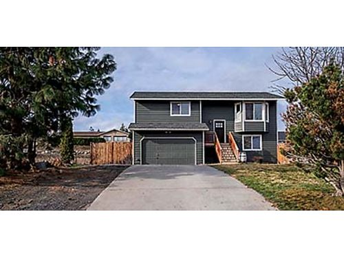 MOVE-IN READY Beautiful updates and Columbia River Views 3 bedroom 2 bath split level Great loca