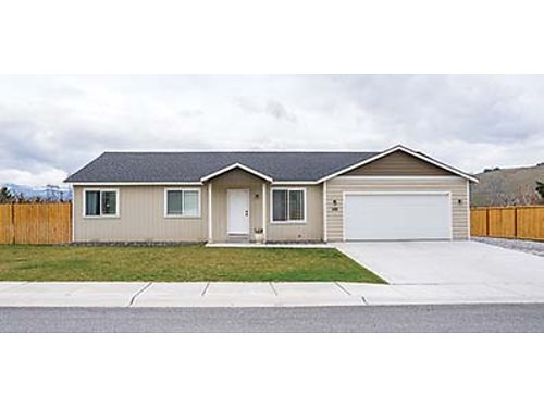 OPEN LIVING AT ITS BEST Better than new rambler 3 bedrooms 2 bath spacious living areas Fully f