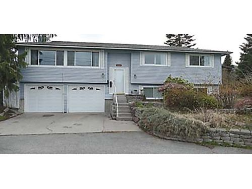 2 FULL KITCHENS This 2048 sqft Wenatchee home with an in-ground pool family room and a second f