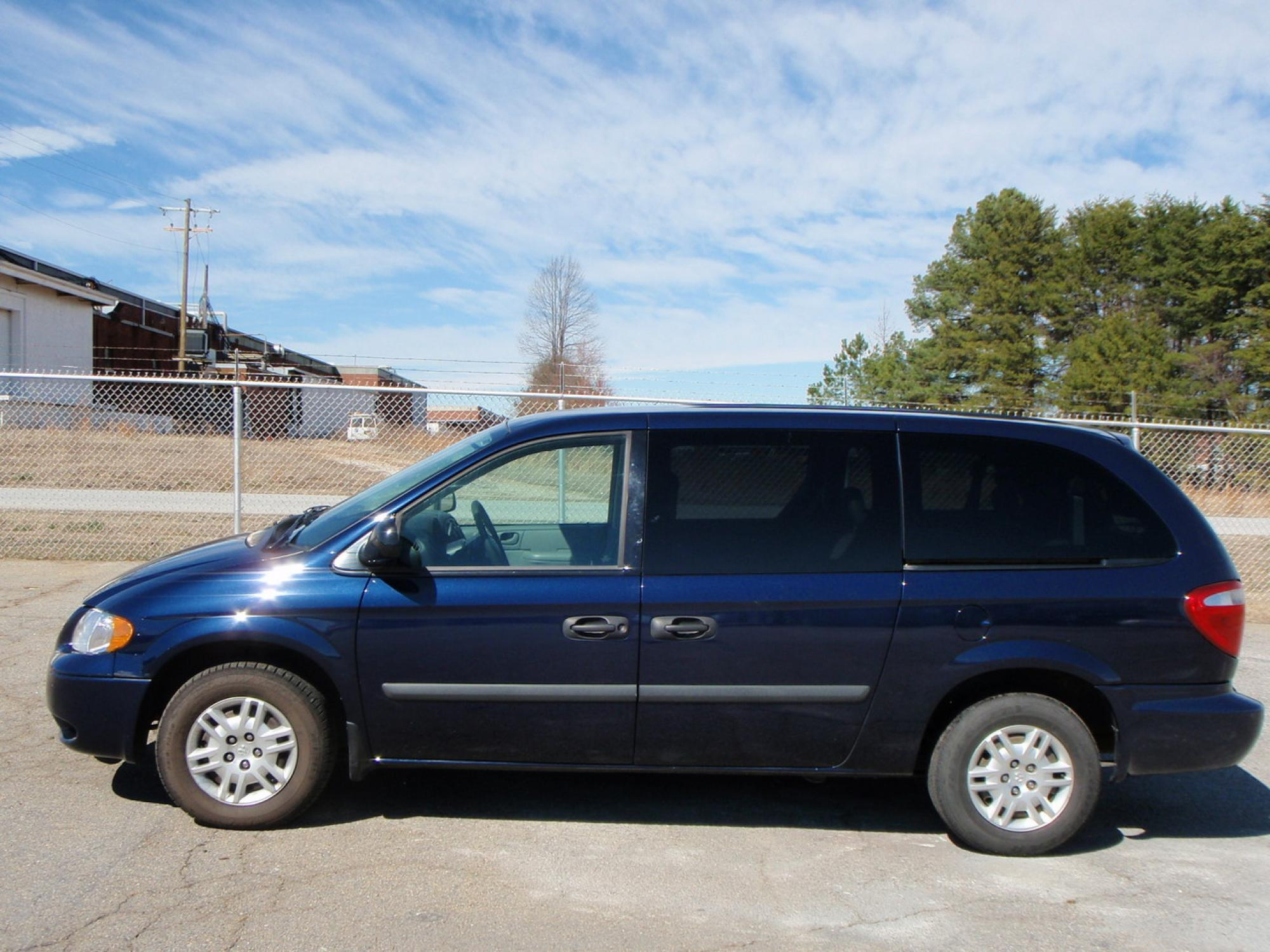2005 Dodge Grand Caravan SE  4dr Mini-van Passenger Blue Gray 33L OHV SMPI V6 engine4-speed a