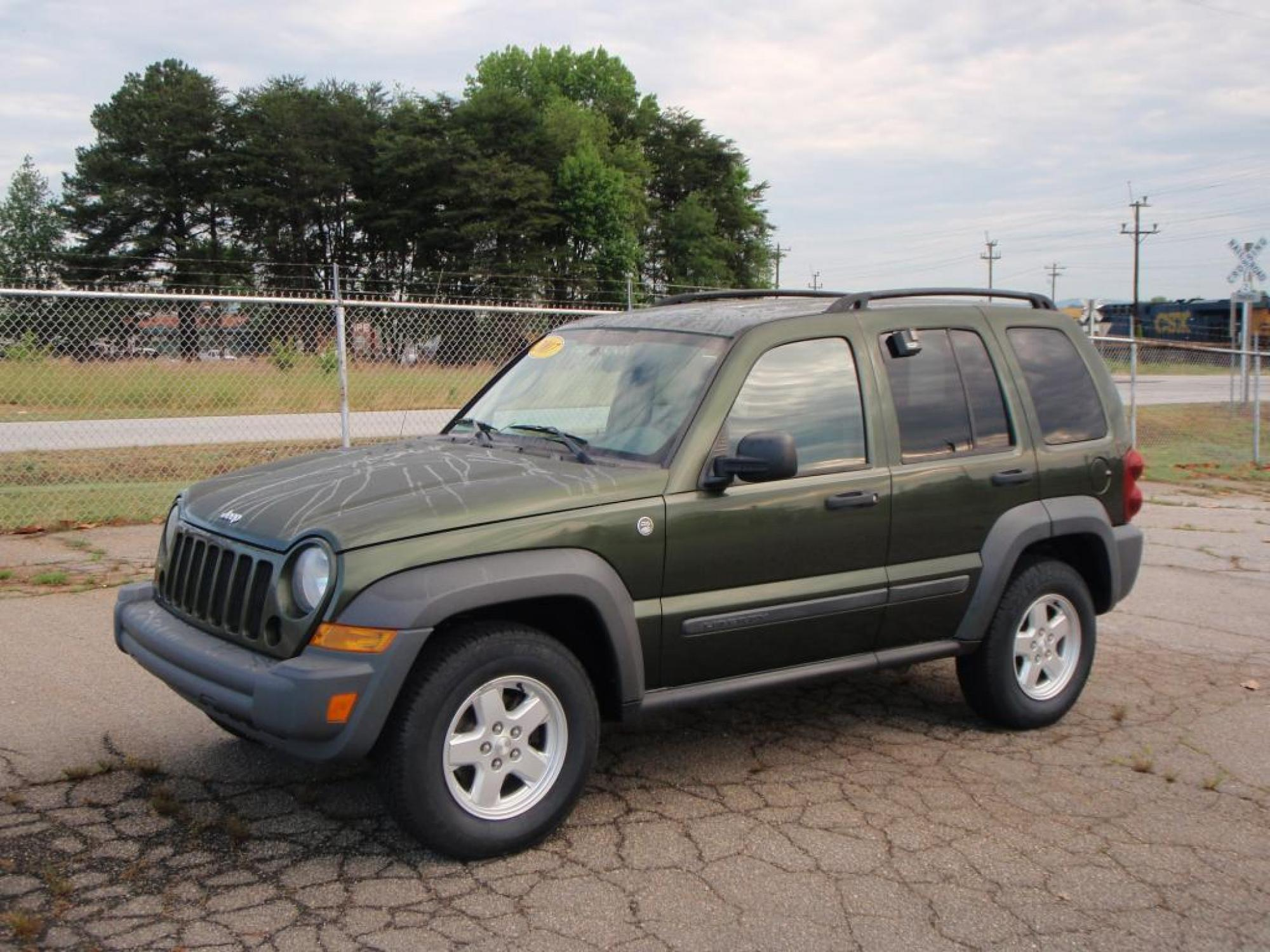 2007 Jeep Liberty Sport 4WD 4dr SUV Green Gray 37L DOHC V6 engine355 axle ratio136-amp alter