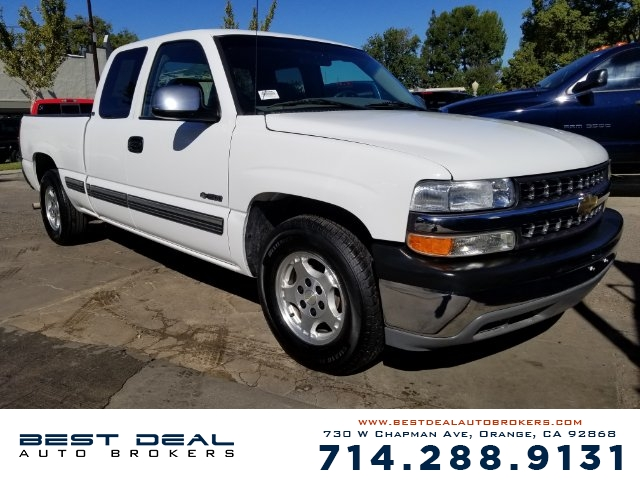 2000 Chevrolet Silverado 1500 LS Ext Cab Front air conditioning Front airbags - dual In-Dash CD