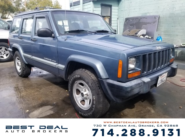 1999 Jeep Cherokee Classic Front airbags - dual Cassette Radio - AMFM Power brakes Steering w