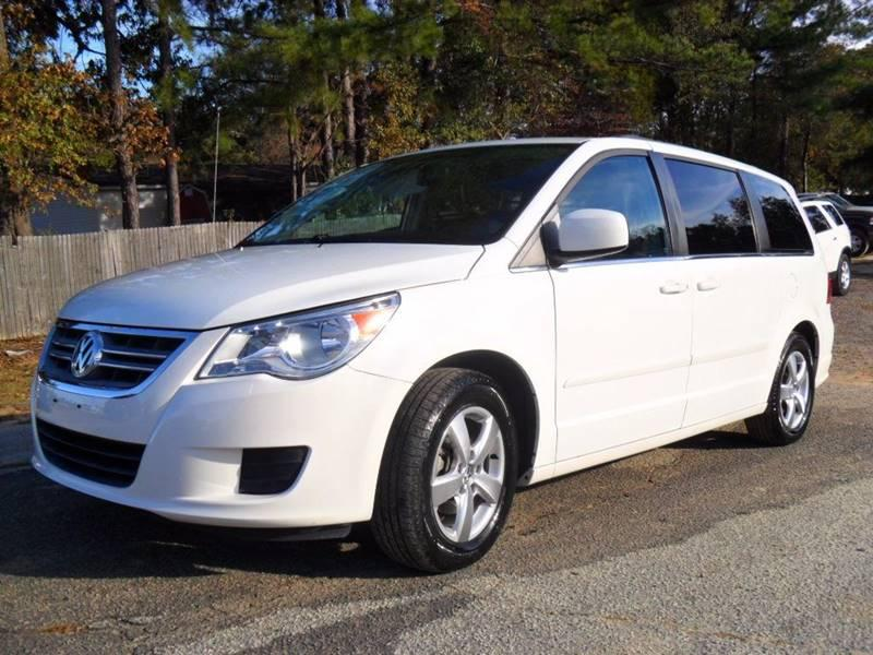 2011 VOLKSWAGEN ROUTAN SEL 4DR MINI VAN W RSE A Beautiful Mini Van  Perfect for road trips and