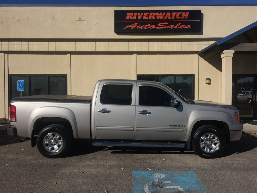 2007 GMC Sierra 1500 SLE 2007 GMC SIERRA SLE IS A LOCAL TRADE AND IS FULLY LOADED WITH LEATHER INT