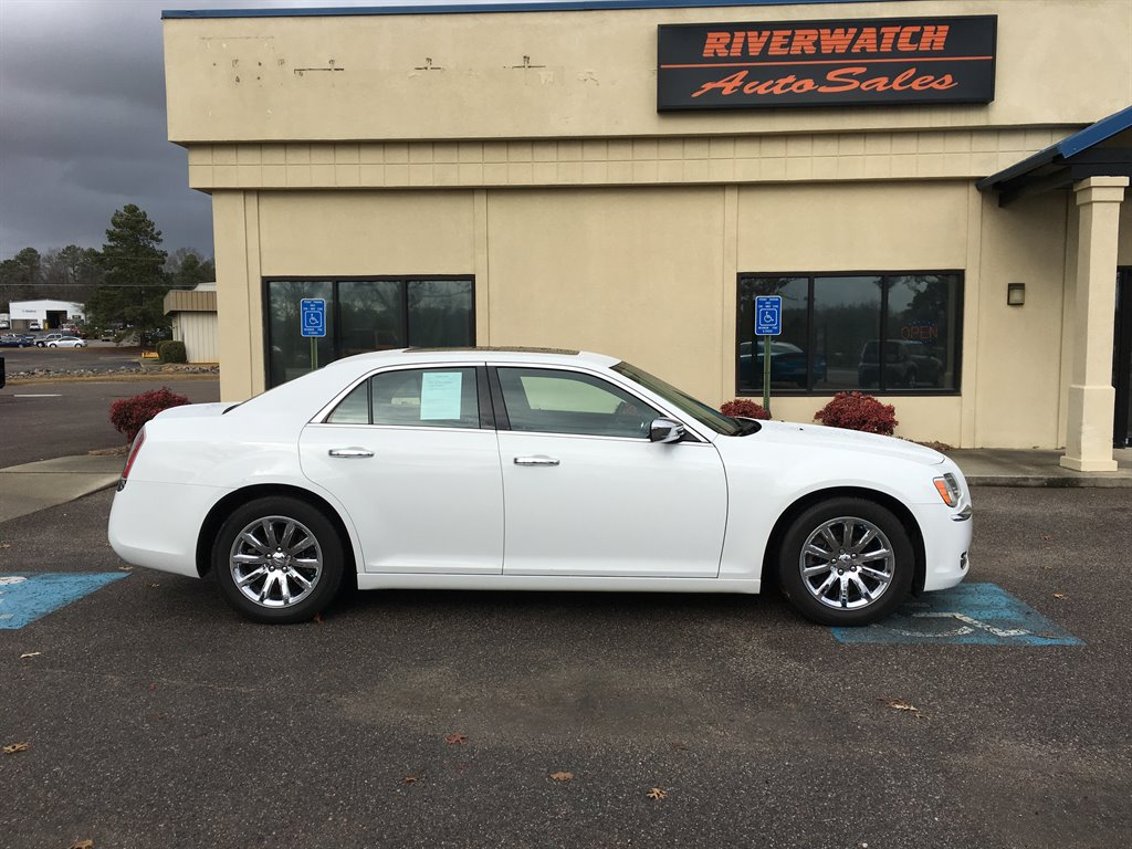 2013 Chrysler 300 C 2013 Chrysler 300 LOW MILES  Everyone is approved 900 DOWN LOW PAYMENTS P