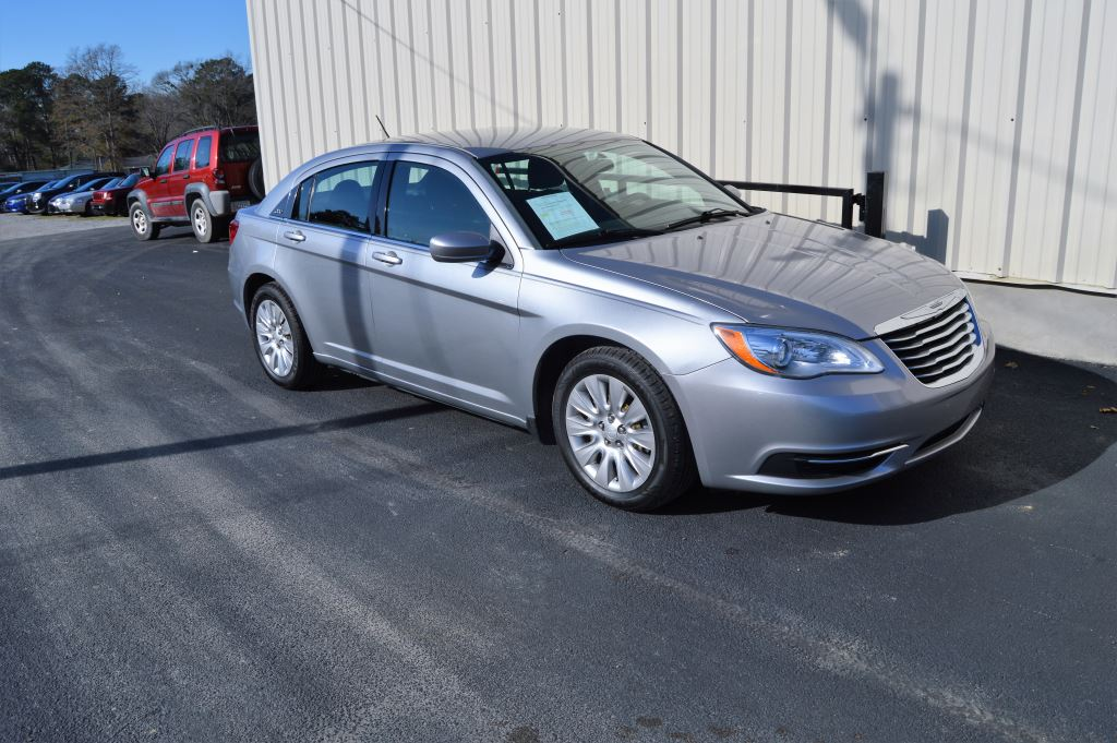 2014 Chrysler 200 LX  2014 Chrysler 200 LX 24 I-4 LOW MILES CLEAN CAR Power WindowsLocks St