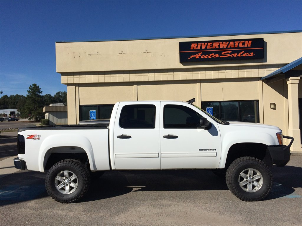 2013 GMC Sierra 1500 SLE 2013 GMC SIERRA 4X4 1500 IS FULLY SERVICED WITH FOUR NEW TIRES  53 LITE