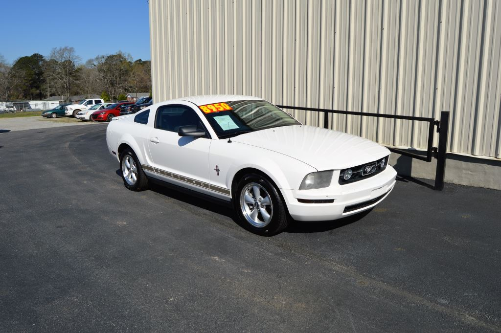 2008 Ford Mustang Coupe  2008 Ford Mustang Coupe 40L V6 CLEAN CAR GREAT MILES Power WindowsL
