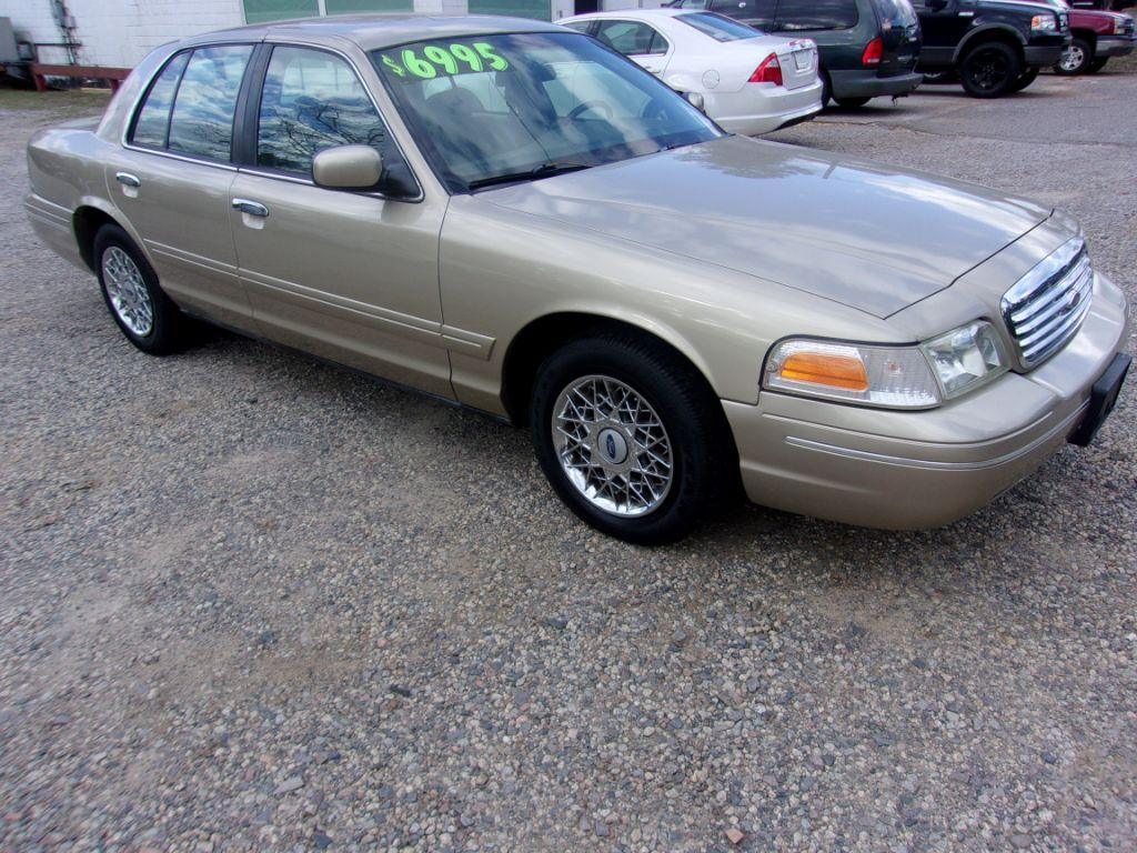 2000 Ford Crown Victoria  Gold Stock 18003 VIN 2FAFP74W8YX188895