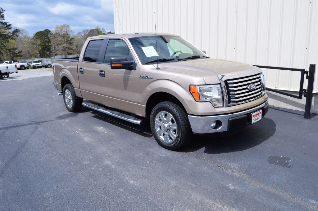 2011 Ford F150  2011 Ford F150 XLT Super Crew 50L V8 CLEAN TRUCK GOOD MILES Power WindowsLoc