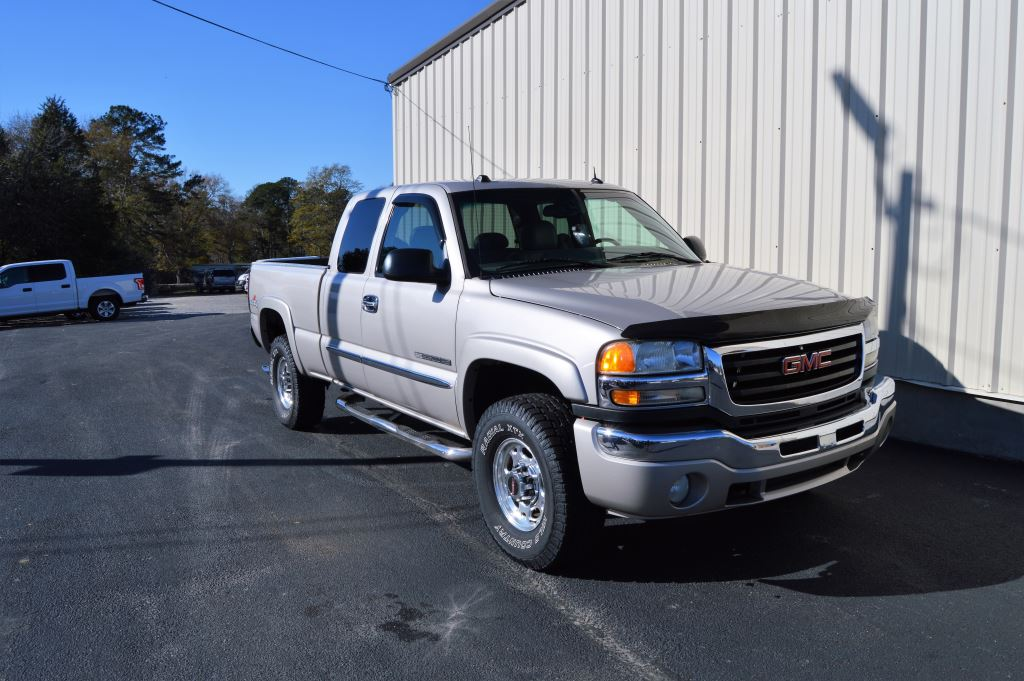 2005 GMC Sierra 2500  2005 GMC Sierra 2500 SLT Extended Cab 4x4 60L V8 LOCAL TRADE EXTRA CLEAN