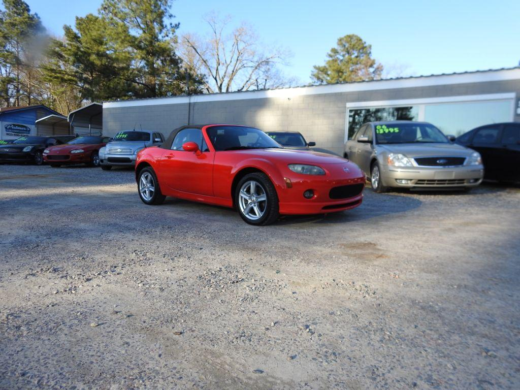 2006 Mazda MX-5 Miata  Check out this stunner Our 2006 Mazda Miata is an automatic convetible wit