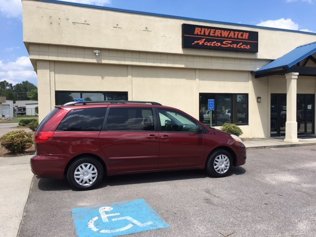 2006 Toyota Sienna LE 2006 Toyota Sienna Van- third row- fully serviced Local owner- come see or