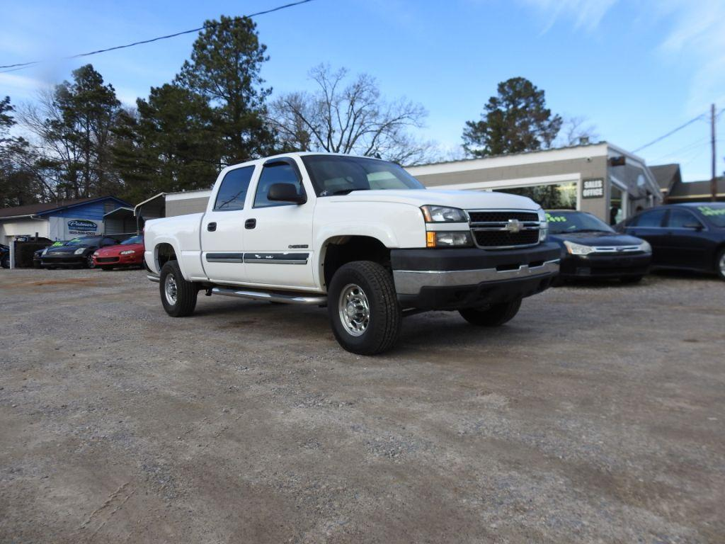 2007 Chevrolet Silverado 2500 Clsc  This Chevorlet 2500 is a DEAL 6 V8 engine four door automat