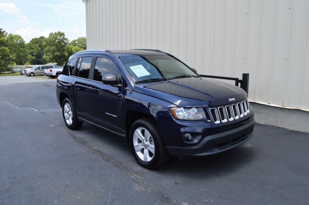 2014 Jeep Compass  2014 Jeep Compass Sport 24LI-4 CLEAN Manual WindowsLocks AUX and Tinted