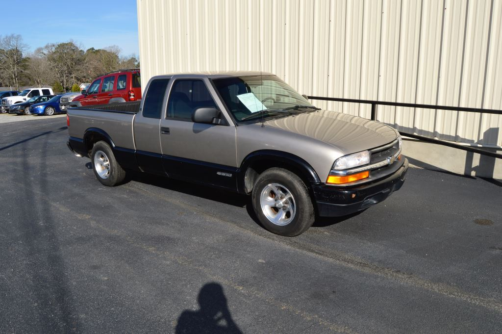 1998 Chevrolet S10  1998 Chevrolet S10 LS Extended Cab 43L V6 ONLY 97000 MILES CLEAN TRUCK M